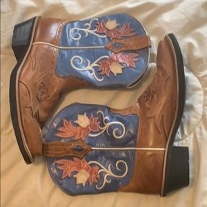 "Ariat Shoes - Ariat Boots ""Whoababy"" size 8.5"
